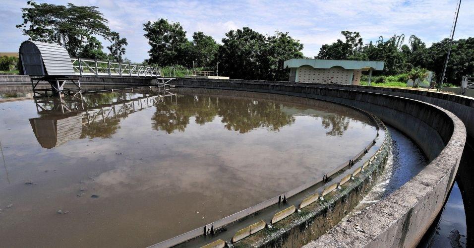 28.jun.2012 - Estação de tratamento de esgoto Lavapés, em São José dos Campos (SP); 1 milhão de lares ainda despejam esgoto em rios, lagos ou mar