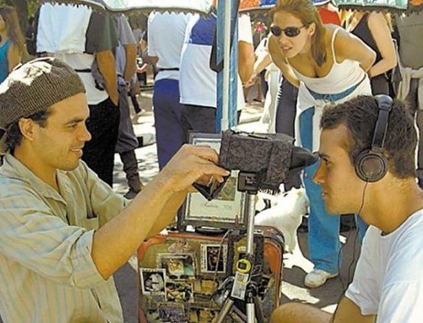 28.jun.2012 - Moradores passeiam pelo Brique da Redenção, tradicional feira de artesanato de Porto Alegre, capital brasileira que apresentou menor taxa de crescimento anual médio entre 2000 e 2010: 0,49%