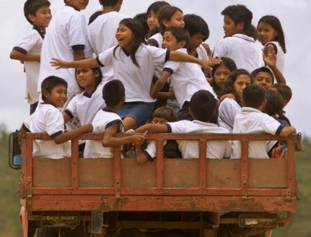 29.jun.2012 - Alunos de Uiramutã (RR) saem de escola onde estudam; Estado com menor população no país continua sendo Roraima, com 450.479 habitantes
