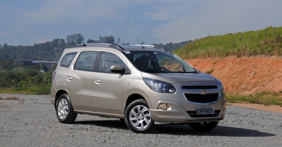 "A minivan (que a GM insiste em chamar de MPV, ""multipurpose vehicle"") chega nas versões LT e LTZ"