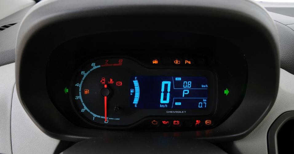 Cluster de instrumentos mistura conta-giros analógico e a mesma tela digital de Cobalt e Sonic