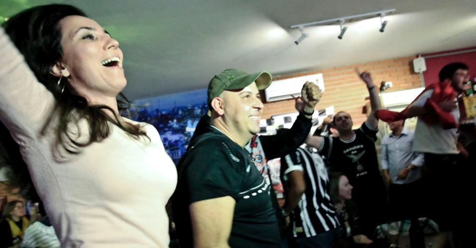 Corintianos e torcedores do Boca viram final em bar argentino na capital paulista