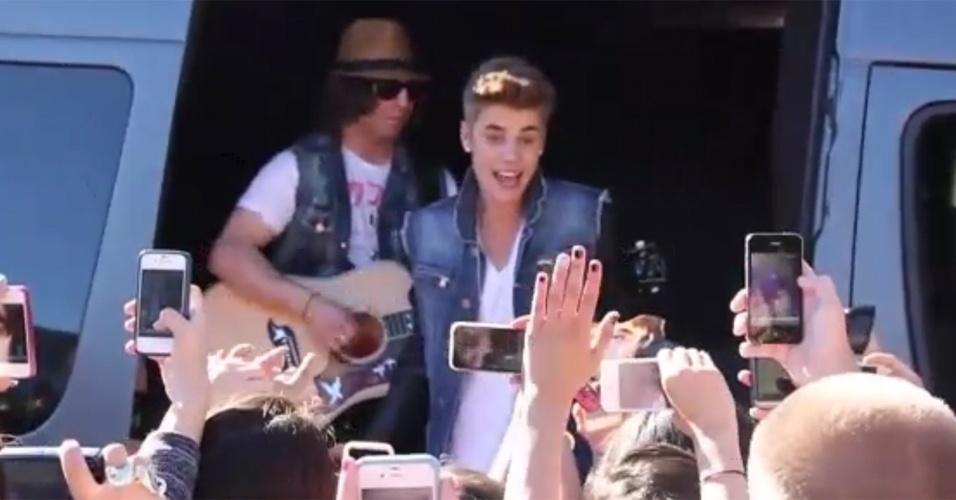 Justin Bieber faz surpresa para os fãs