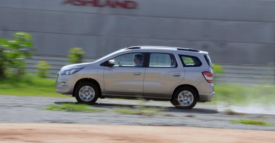 O carro da foto é a Spin LTZ completaça, com sete lugares; a Spin LT é a de cinco lugares