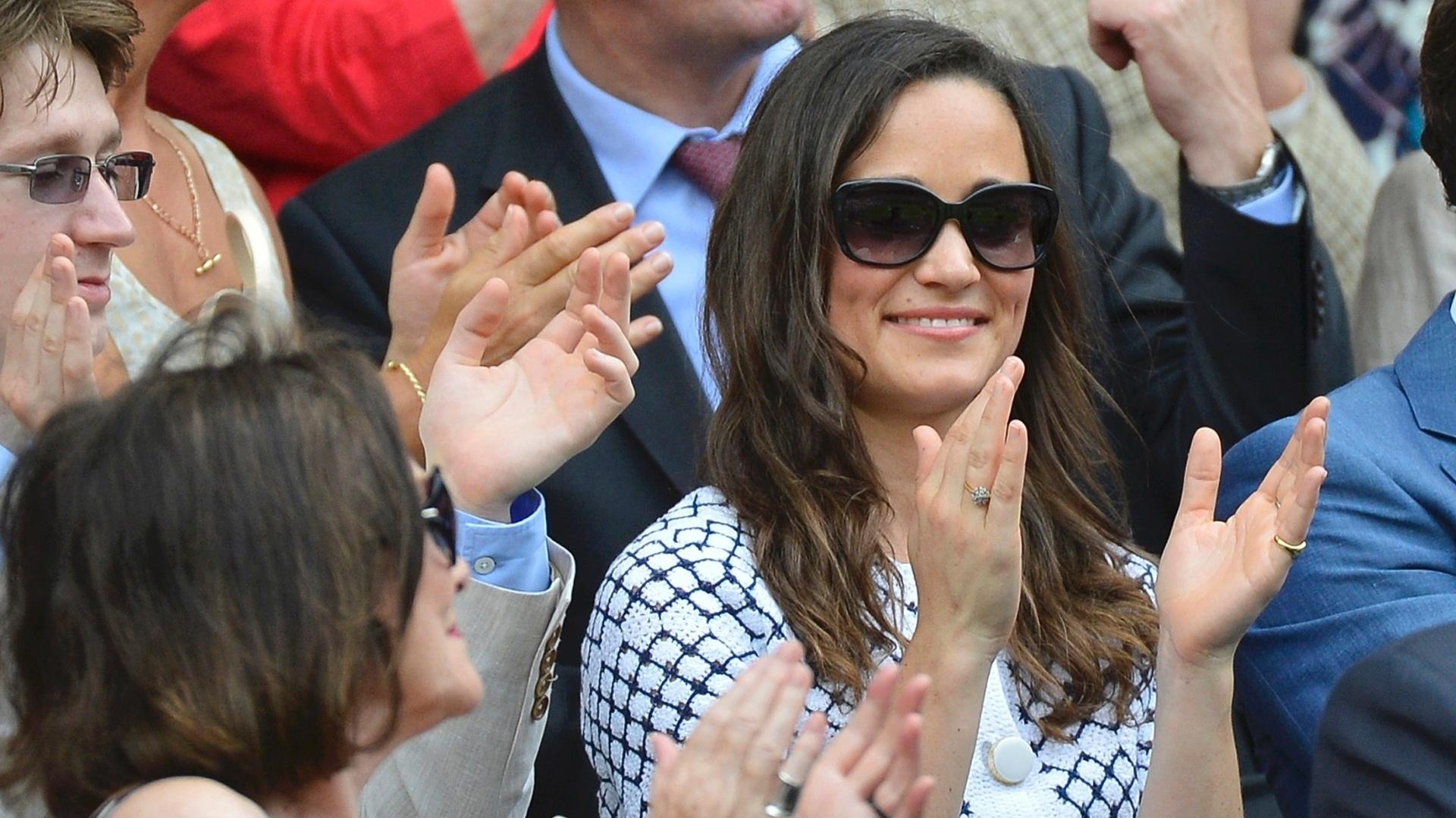 Pippa Middleton, irmã de Catherine, duquesa de Cambridge, prestigia os jogos na quadra central de Wimbledon nesta quinta-feira