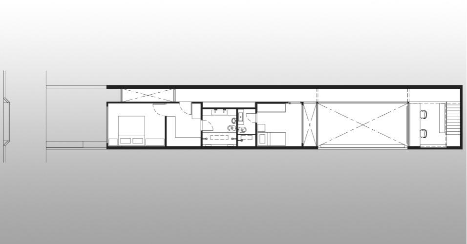 Planta mostra o primeiro pavimento da casa em São Paulo, no Jardim Europa, projetada pelos arquitetos e proprietários Lourenço Gimenes (escritório FGMF) e Clara Reynaldo (escritório CR2). Aproveitando o hall criado pela escada, os arquitetos instalaram um escritório simples e prático
