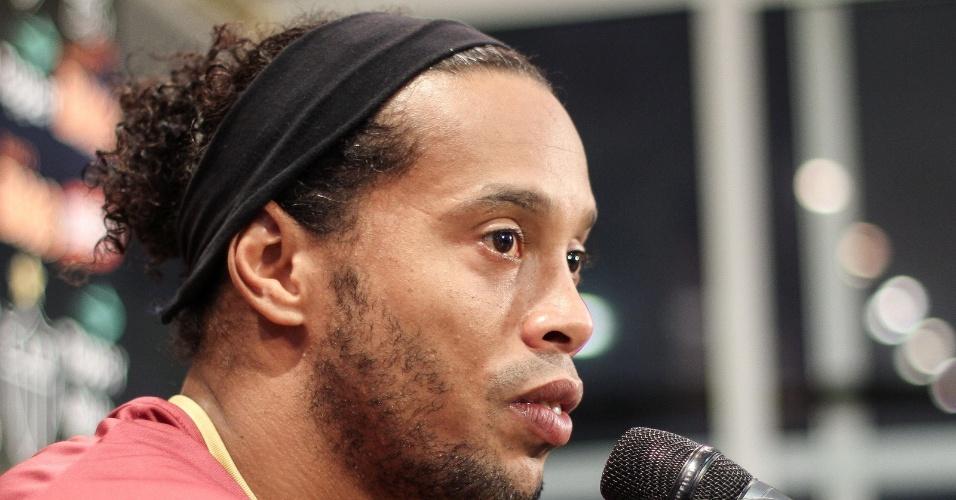 Ronaldinho Gaúcho dá entrevista coletiva na Cidade do galo (28/6/2012)