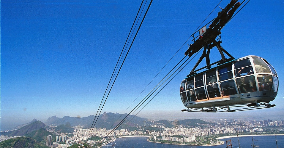 29.jun.2012 A cidade do Rio de Janeiro pode receber o título pela Organização das Nações Unidas para a Educação, a Ciência e a Cultura (Unesco), de Patrimônio Mundial da Humanidade, na categoria paisagem - Vista do bondinho do Pão de Açúcar