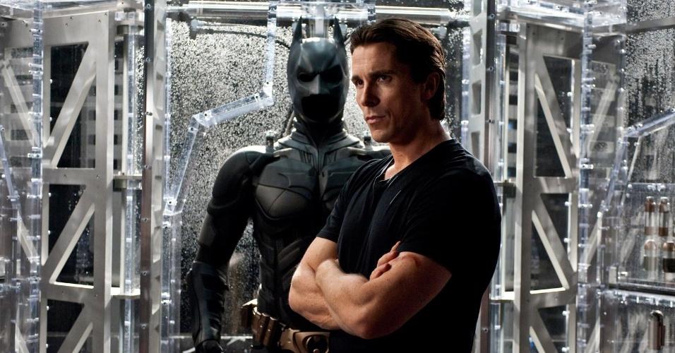 """Bruce Wayne (Christian Bale) com a armadura do Batman, em cena do filme """"Batman: O Cavaleiro das Trevas Ressurge"""" (29/6/12)"""