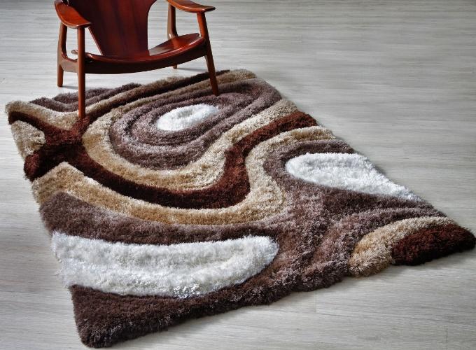 De origem indiana, a composição superior do tapete Dune é feita de poliéster (70%), algodão (20%) e lã (10%). Uma peça com as medidas 1 x 1,4 m custa R$ 625, na Doural ? unidade Home & Design (11 3062-4171). Preços pesquisados em junho de 2012 e sujeitos a alterações