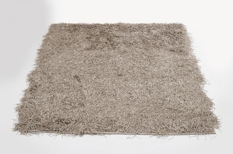 Feito de poliéster e algodão, o tapete Wuschel Silver (3 x 2 m) é da marca alemã Kare (www.kare-saopaulo.com.br) e custa R$ 4.980. Preços pesquisados em junho de 2012 e sujeitos a alterações