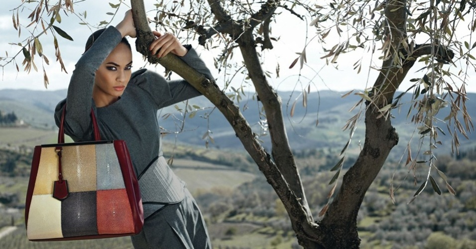 Joan Smalls na campanha Inverno 2012 da Fendi