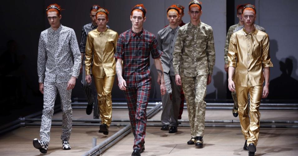 Looks da Comme des Garçons para o Verão 2013 na semana de moda masculina de Paris (29/06/2012)