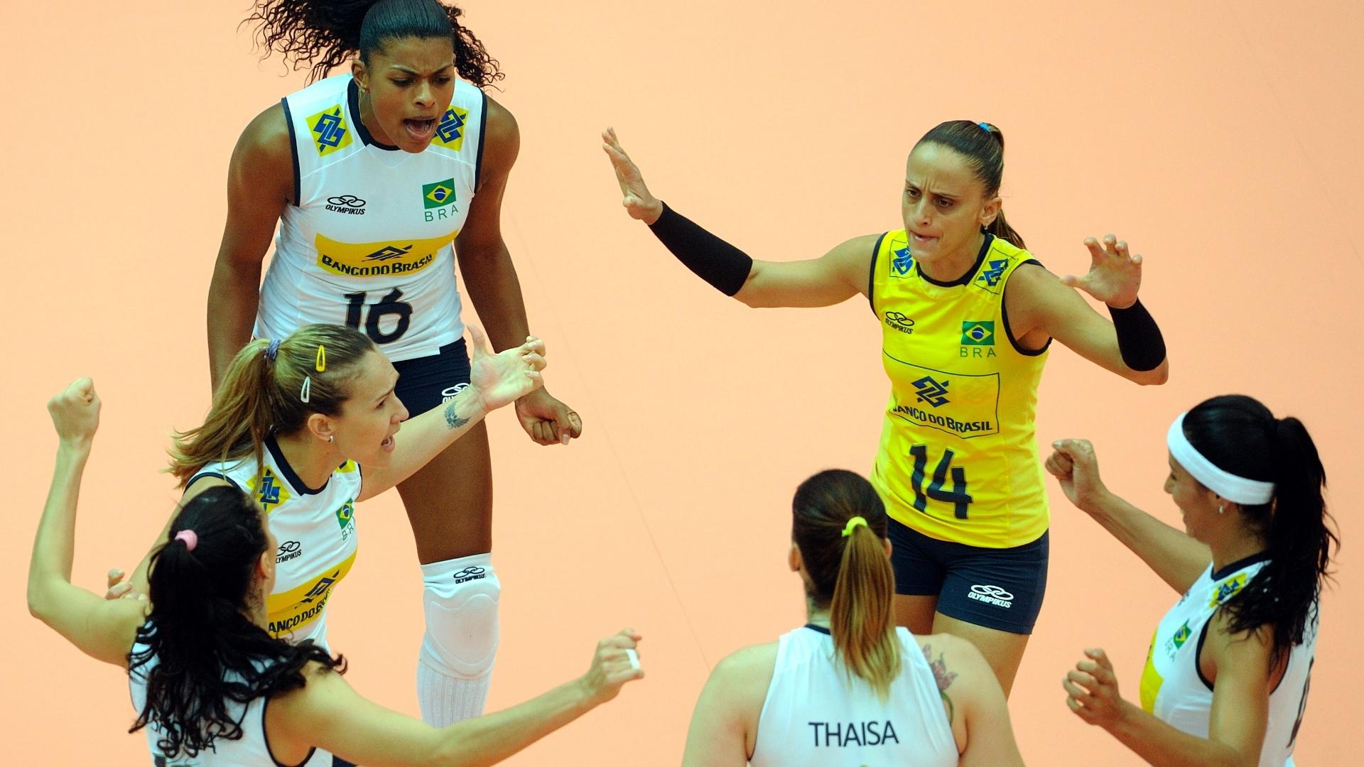 Meninas do Brasil vibram com a vitória contra Cuba pela fase final do Grand Prix