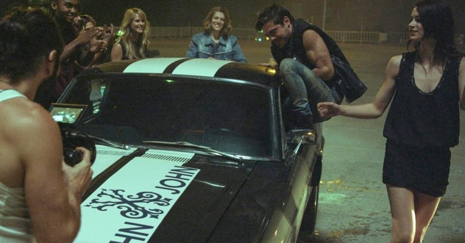 O ator Zac Efron grava a nova campanha da John John em Los Angeles
