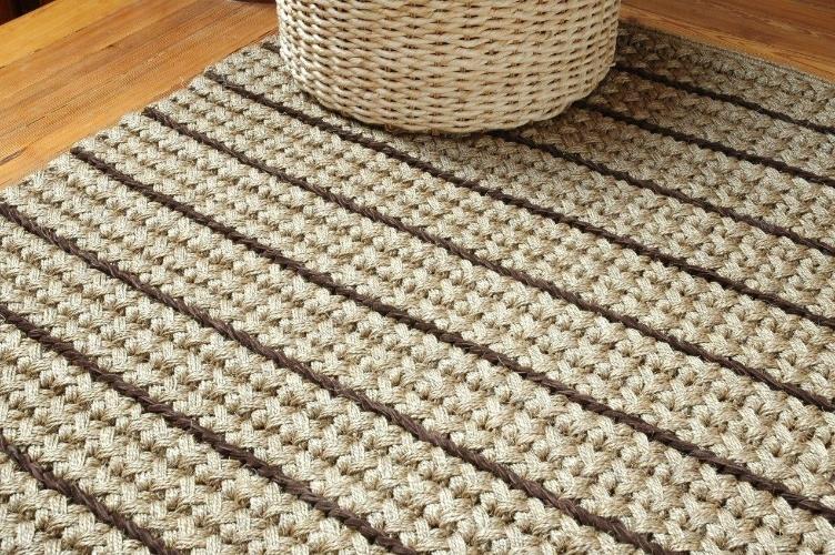 O tapete é feito de fibras naturais e sai por R$ 320 o m² na Cássio Veiga Casa (www.cassioveigacasa.blogspot.com.br). Preços pesquisados em junho de 2012 e sujeitos a alterações