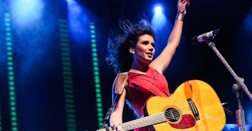 Paula Fernandes faz show e usa figurinos variados, em São Paulo (28/6/12)