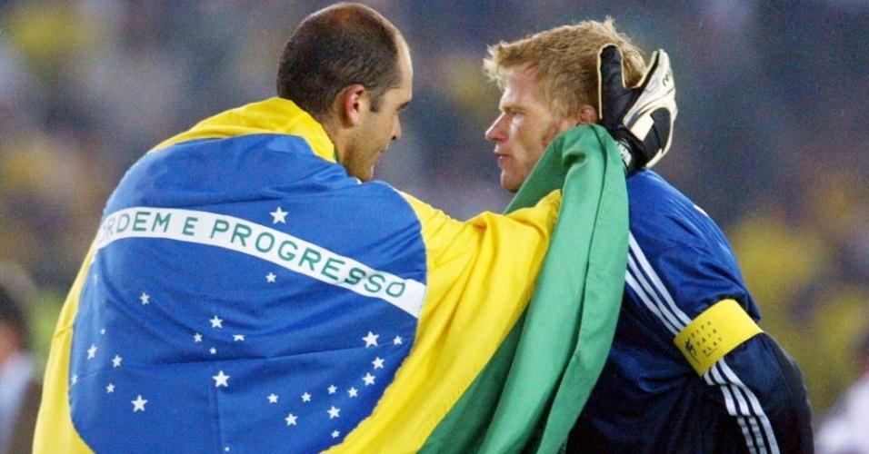 Único jogador a participar de todos os jogos do Brasil e homem de confiança do técnico Felipão, o goleiro Marcos cumprimentou Oliver Kahn após a final