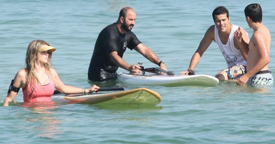 Susana Werner e Júlio César fazem aula de esporte aquático