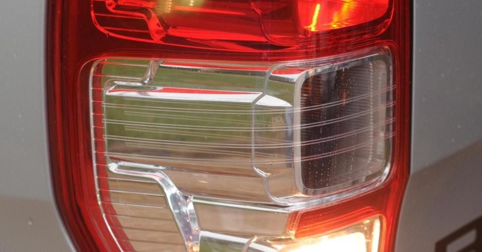 Boa parte das lanternas traseiras invade a lateral da nova Ranger
