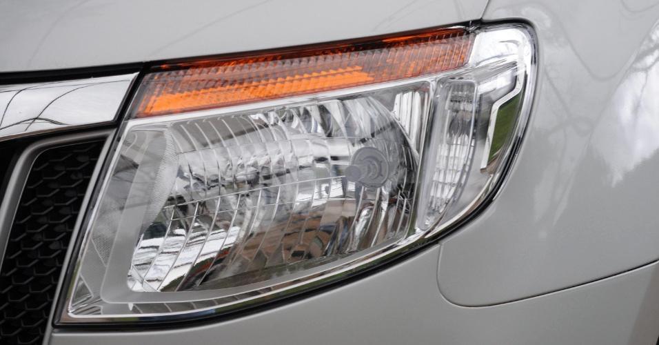 Conjunto óptico da Ranger segue tendência das picapes e é mais simples e limpo que o de carros de passeio