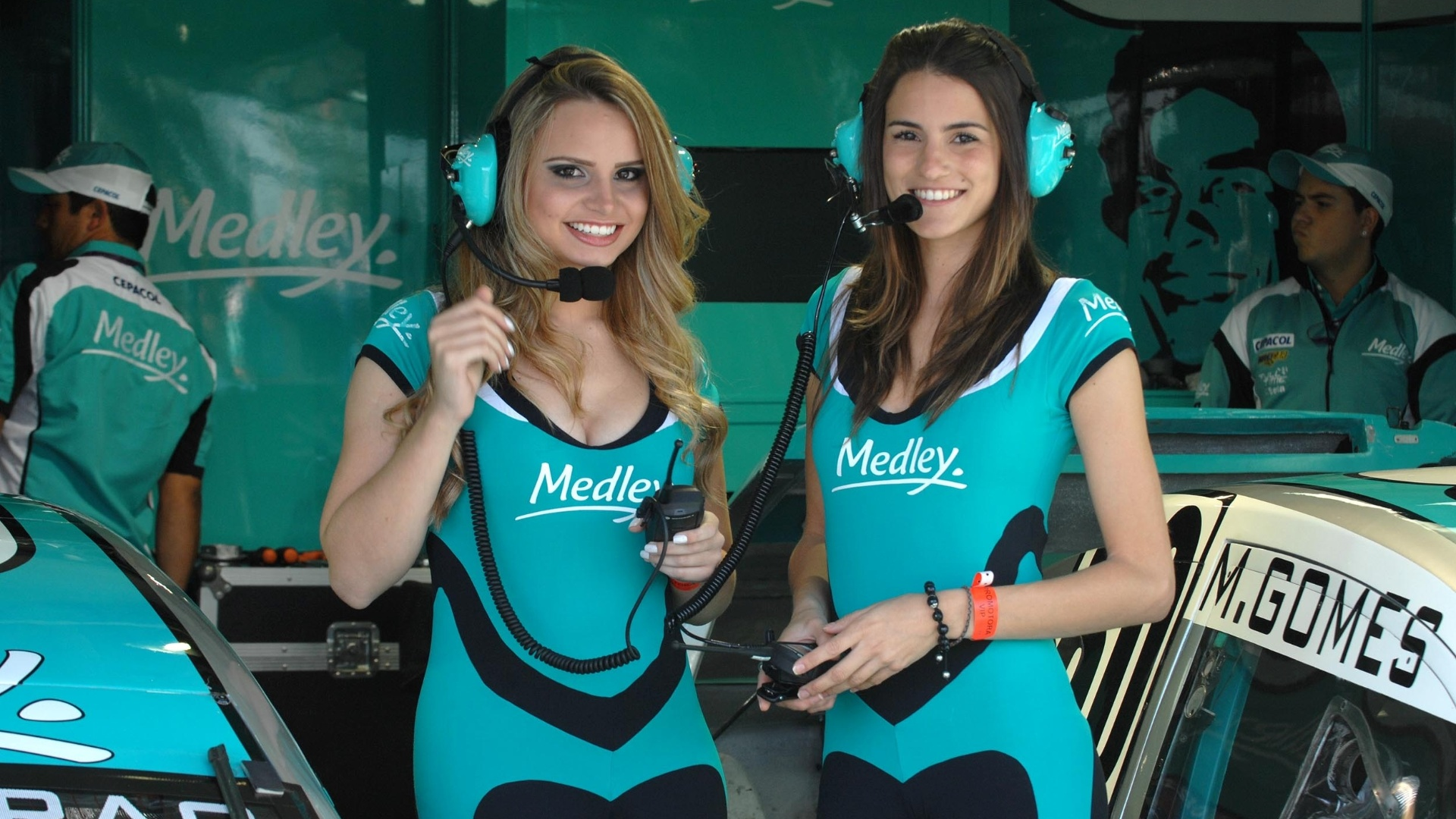 Grid Girls mostram toda sua beleza nos boxes da etapa de Londrina da Stock Car (01/07/2012)