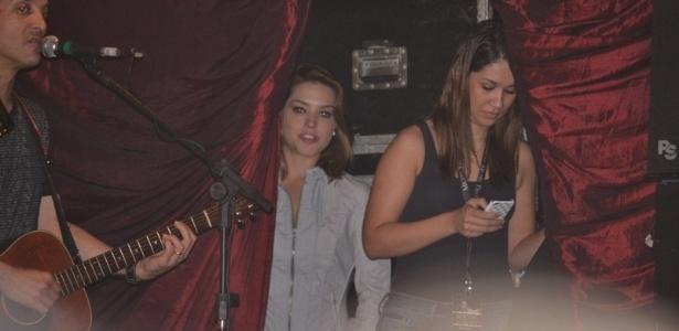 Thais Fersoza acompanhou do backstage o show de Michel Teló em Recife (30/6/12)