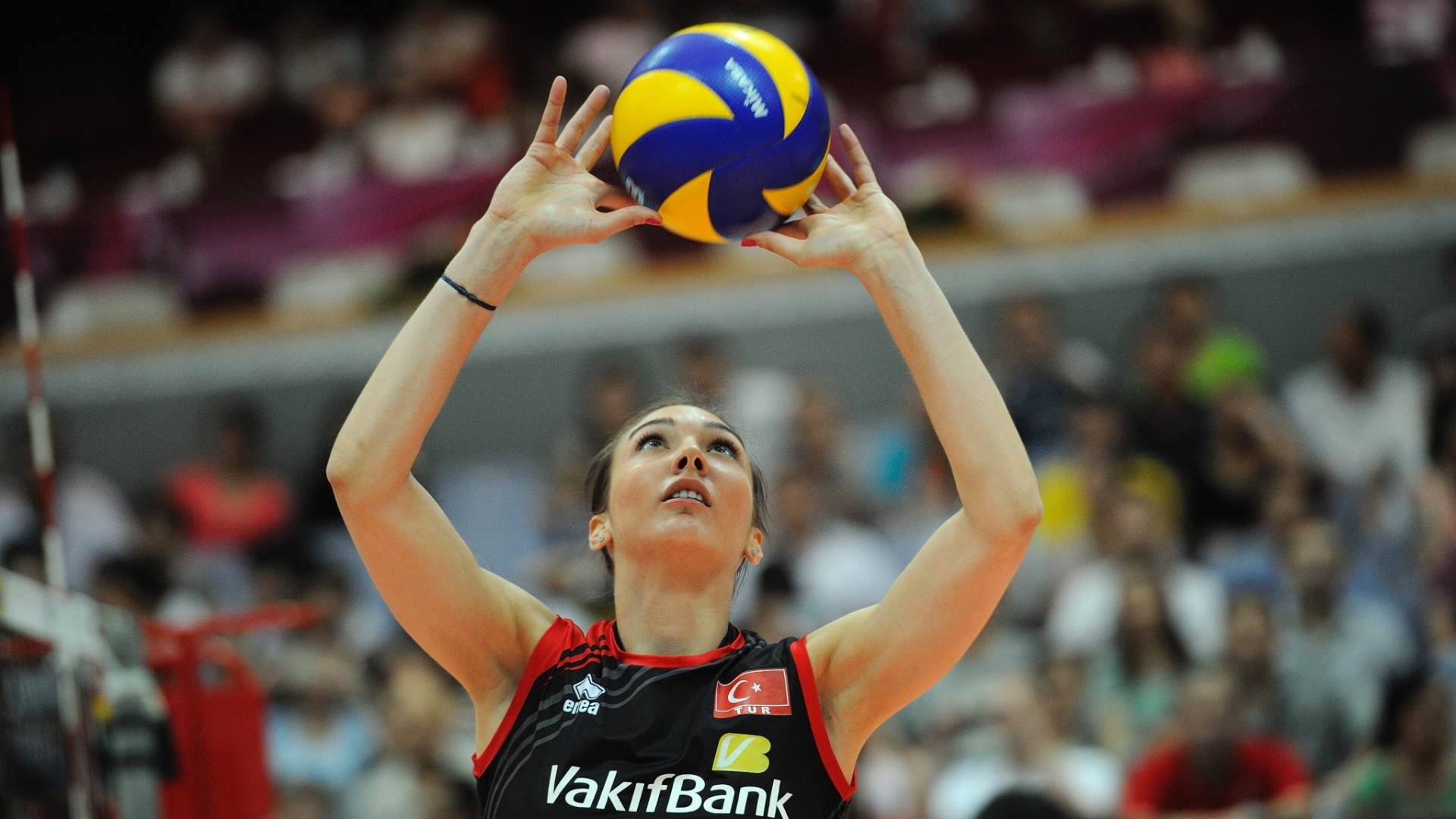 Naz Aydemir prepara o levantamento para a Turquia