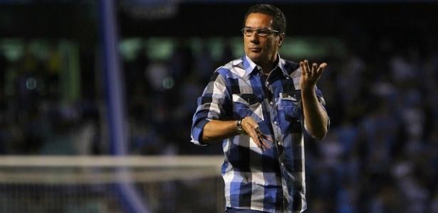 Vanderlei Luxemburgo reclama da arbitragem em derrota do Grêmio