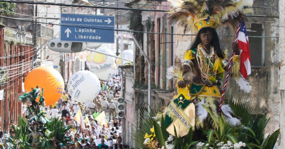 Desfile comemora a Independência da Bahia, na ladeira da Lapinha, em Salvador (BA), na manhã desta segunda-feira (2).