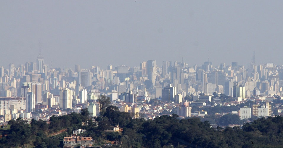 3.jul.2012 - Polui&#231;&#227;o cobre S&#227;o Paulo