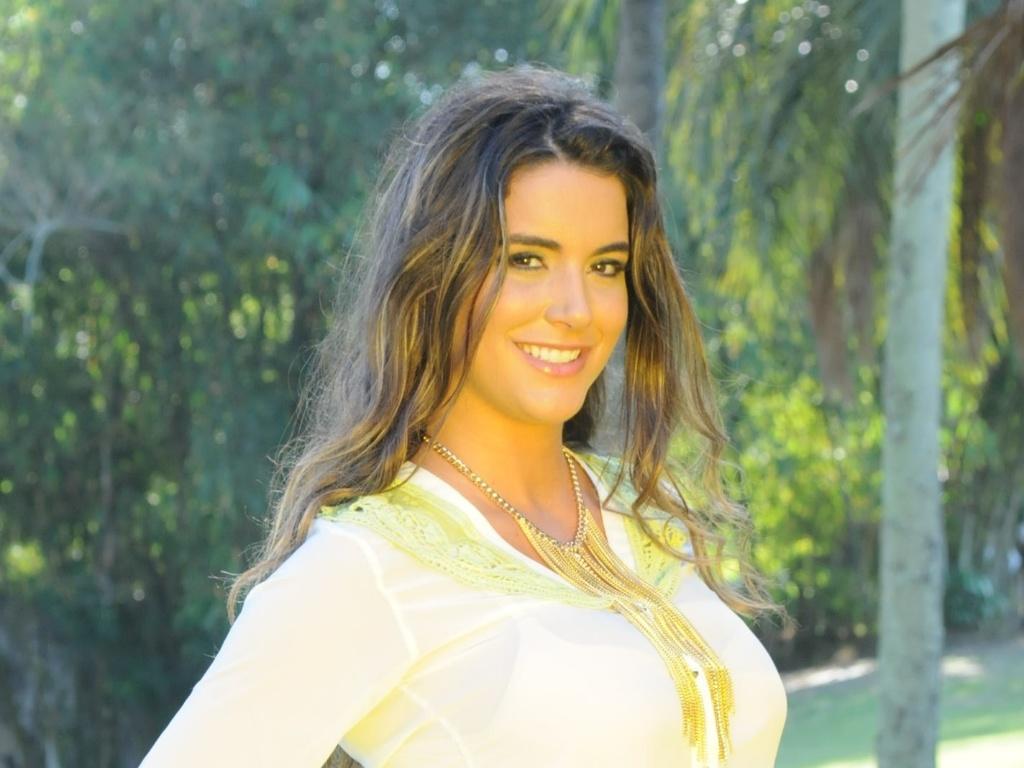 A ex-BBB Laisa Portela fez ensaio fotográfico no Rio (3/7/12). A modelo é a estrela da coleção verão 2012/2013 de uma grife feminina. Ela também se prepara para lançar uma linha de roupas com seu nome