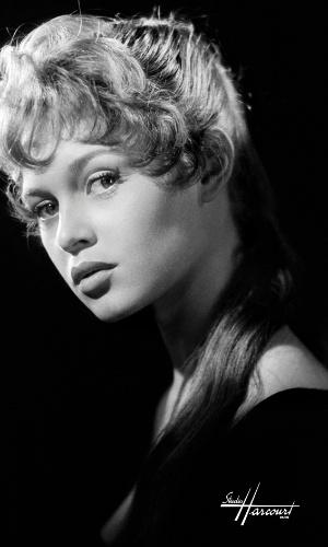 A foto em preto e branco de Brigitte Bardot está na exposição com imagens do estúdio Harcourt (3/7/12)