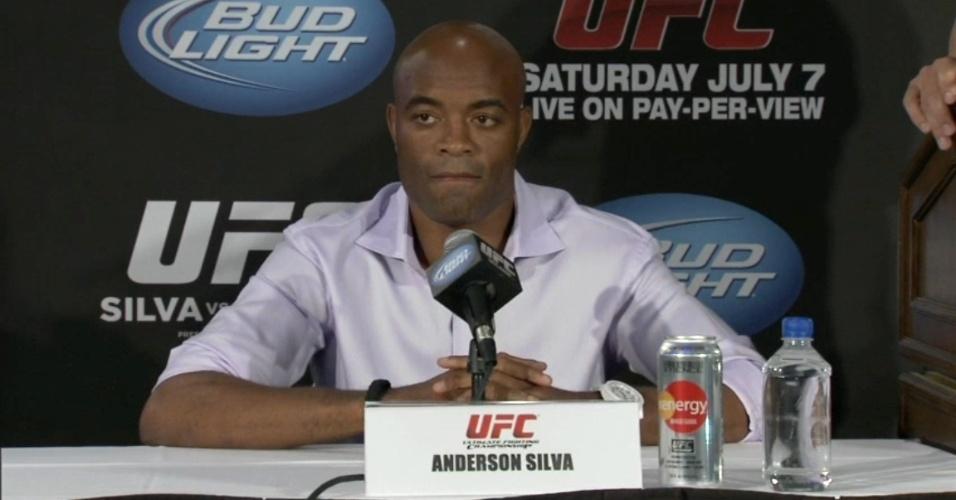 Anderson Silva prometeu tentar acabar a luta no primeiro round e disse que vai bater em Sonnen até o norte-americano desistir