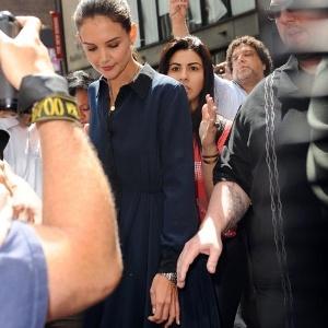 Após pedir o divórcio para Tom Cruise, Katie Holmes é flagrada sem aliança (2/7/12)