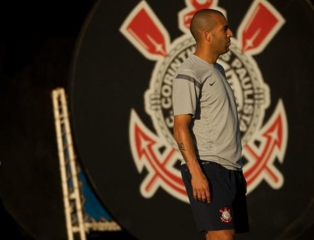 Atacante Emerson em treinamento nesta terça-feira às vésperas da final da Libertadores da América contra o Boca Juniors