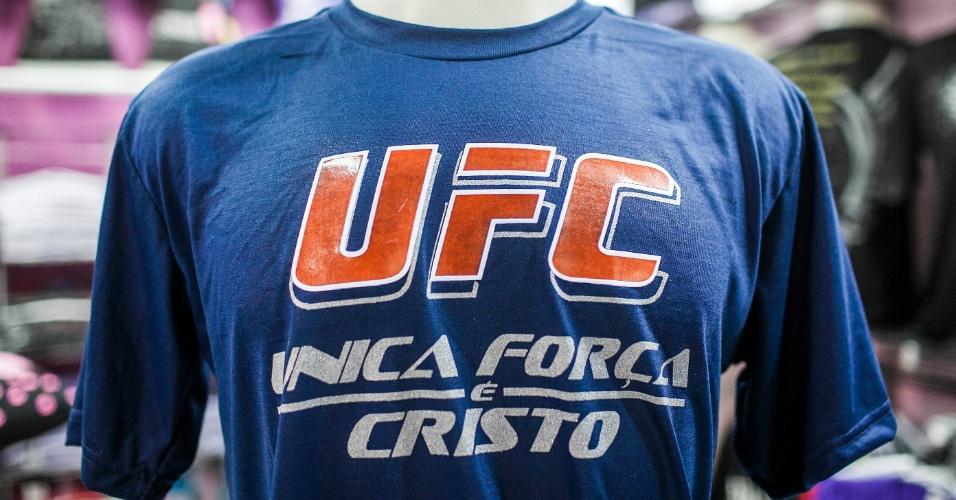 Camiseta usa UFC, sigla que originalmente faz referência a competição de luta, para trazer mensagem evangélica