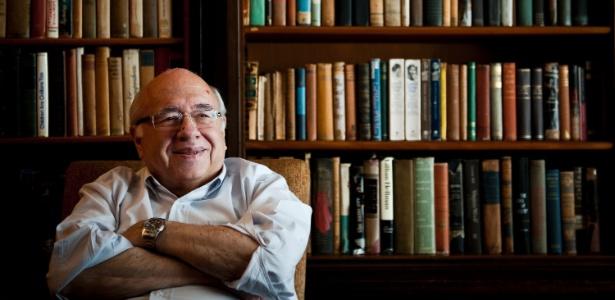 Luis Fernando Verissimo em sua casa no bairro de Petrópolis, em Porto Alegre (3/11/11)