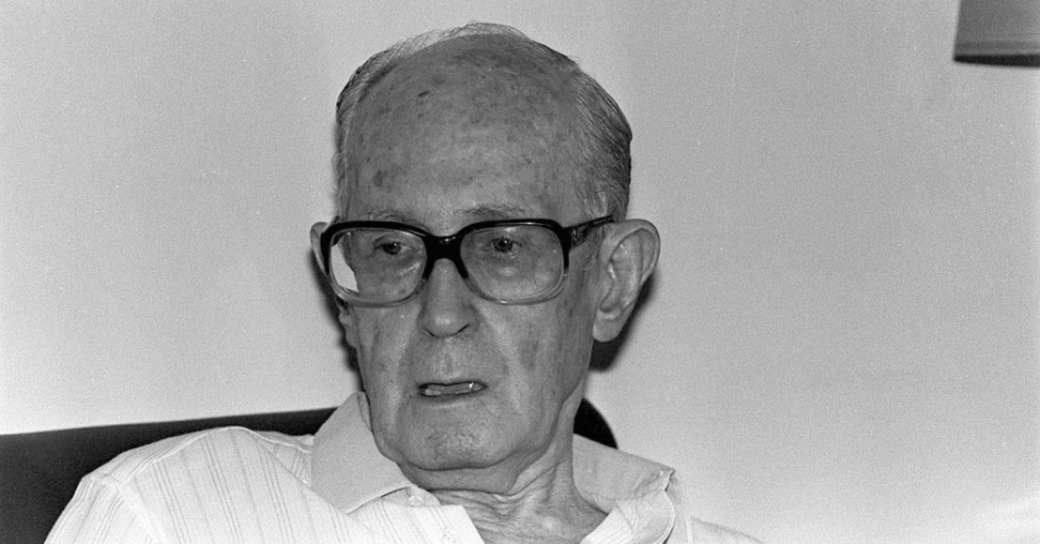 O poeta Carlos Drummond de Andrade, no Rio de Janeiro (12/4/85) 