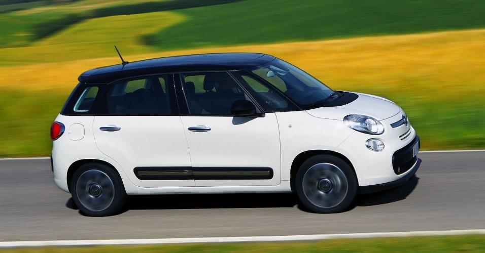 A versão de entrada traz seis airbags, direção, vidros elétricos, faróis com LEDs diurno e sistema de som com seis alto-falantes de série