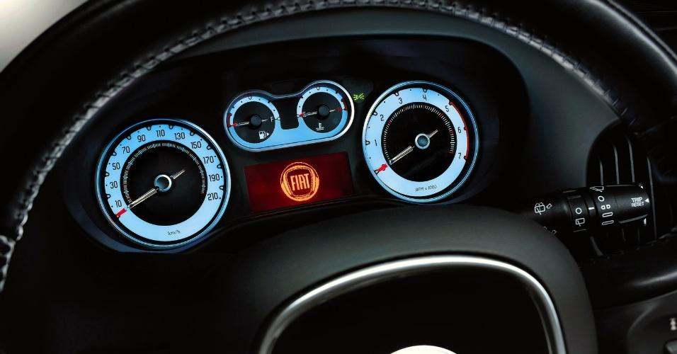 Além dos itens oferecidos, todas as versões da minivan trazem de série o sistema Stop/Start, que desliga o motor em paradas rápidas