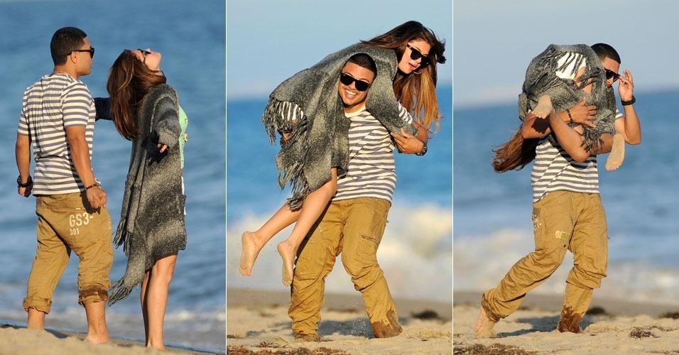 Amigo carrega Selena Gomez no colo (2/7/12)