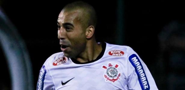 Sheik comemora gol marcado na final da Libertadores contra o Corinthians