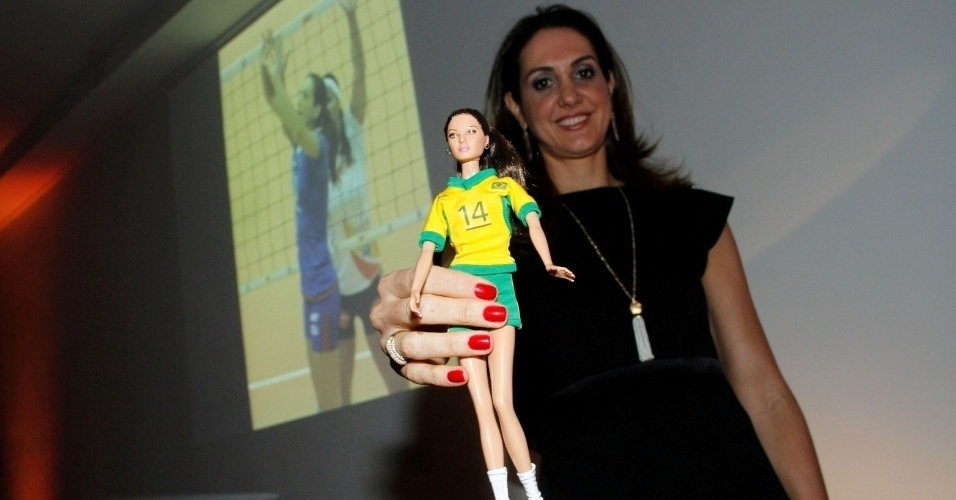 Fernanda Venturini apresenta a sua boneca