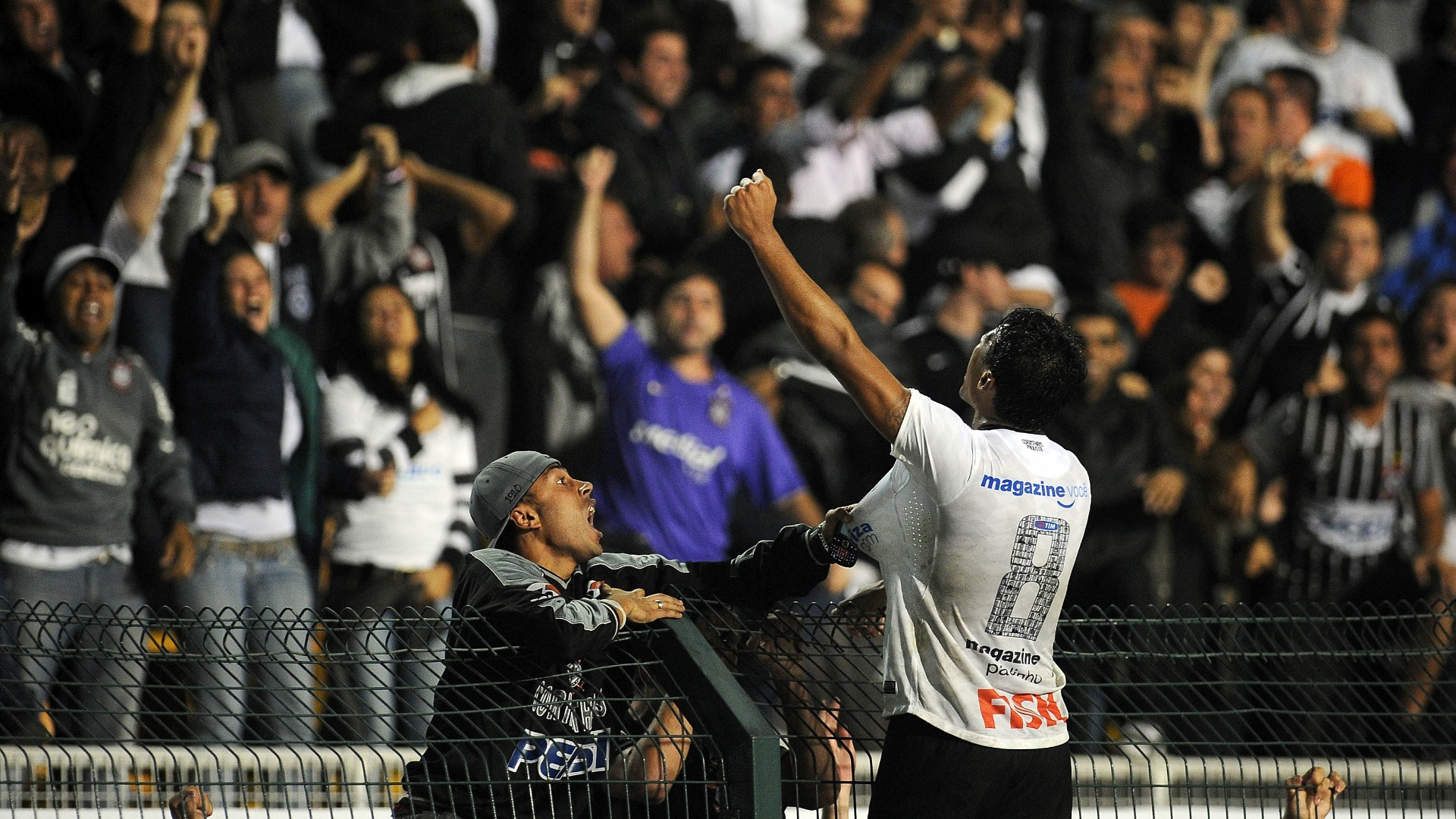 paulinho-comemora-o-gol-da-vitoria-do-co
