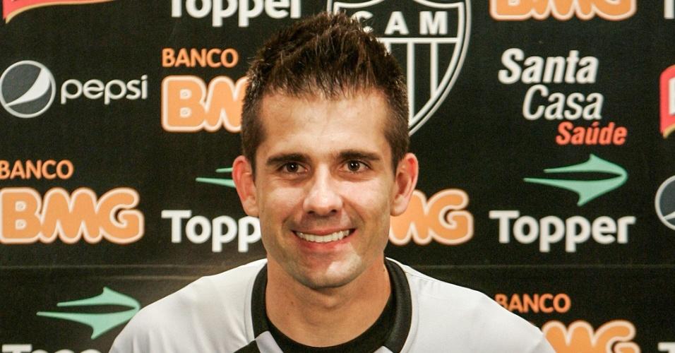 Victor durante sua apresentação oficial como jogador do Atlético-MG (4/7/2012)