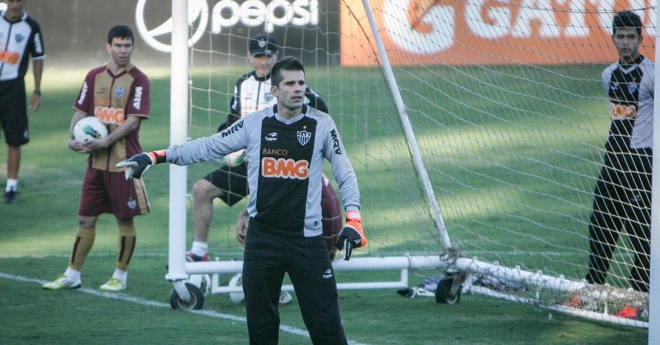 Victor faz seu primeiro treino pelo Atlético-MG nesta quarta-feira na Cidade do Galo (4/7/2012)