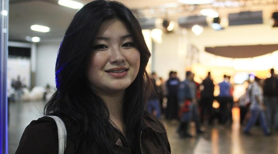 """A estudante de designer gráfico Karina Akiba, 21, aproveitou o YouPix 2012 para conhecer as """"arrobas famosas da internet"""""""