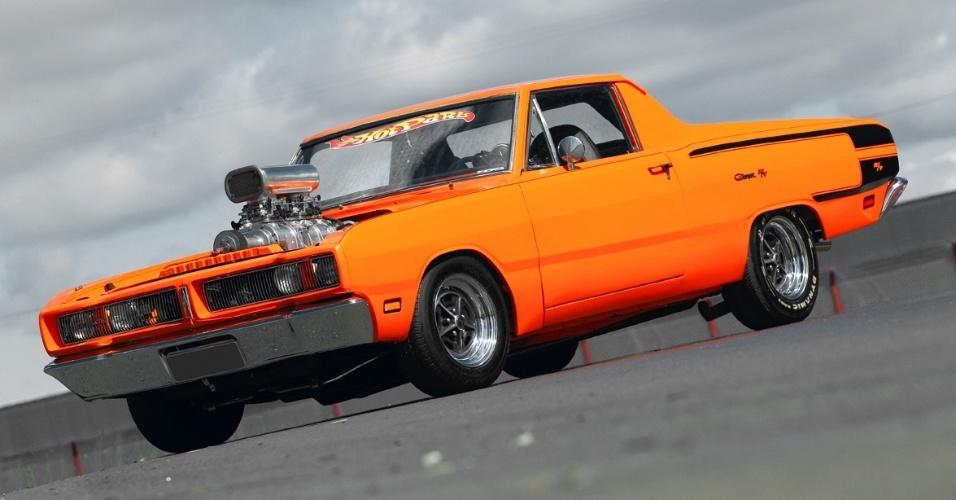 A ideia de Matheus foi transformar o Dodge Charger 1976 em uma picape, já que o cupê tinha uma traseira de Kombi adaptada