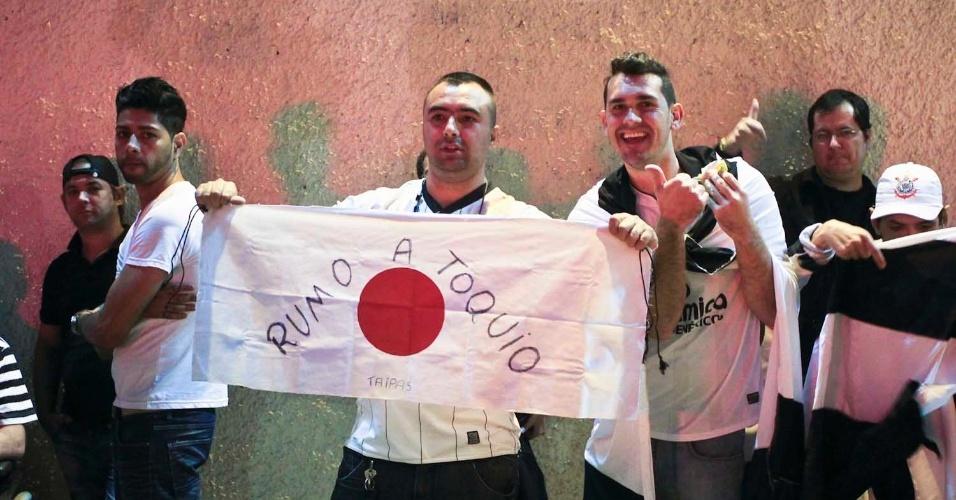 Antes do jogo, no Pacaembu, torcedores do Corinthians mostram otimismo para a final